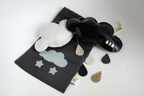 Mobile nuages en cuir noir et blanc