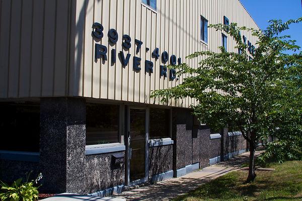 Vanocur front of building
