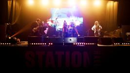 13 октября в Station Hall, прошел первый сольный концерт.