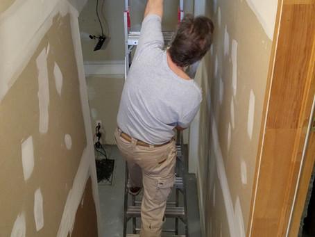 Joints sous un escalier