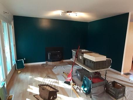 Un rez-de-chaussée peinturé au complet en 5 jours.