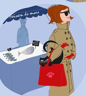 Une jeune femme élégante, habillée d'un imperméable style Burberry, lunettes noires, se promène au marché avec son chat noir dans son sac.