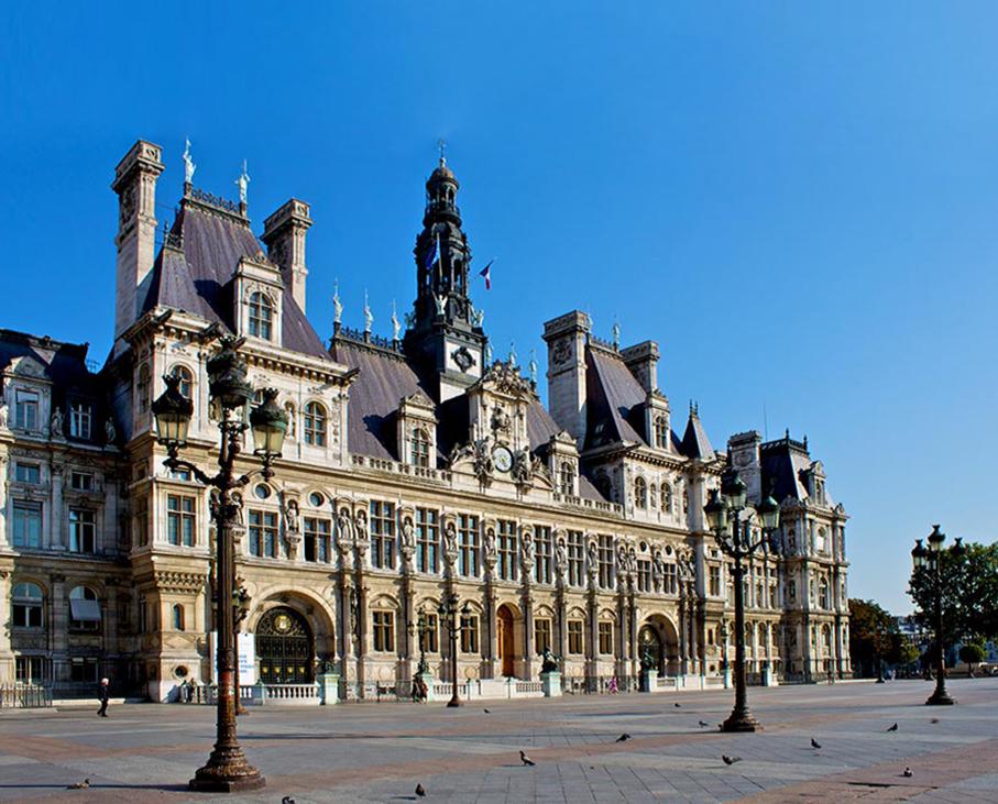 L'Hôtel de Ville, sous le soleil