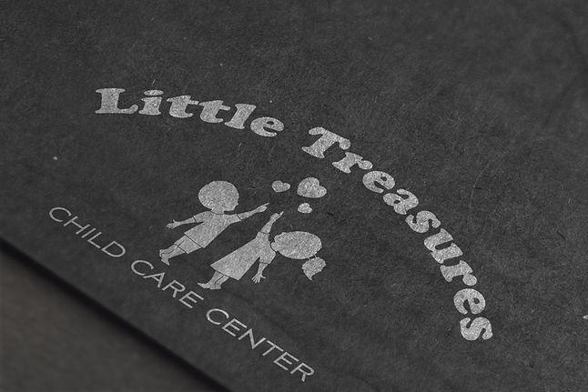 LittleTreasures_cardboard-logo-mockup-mi