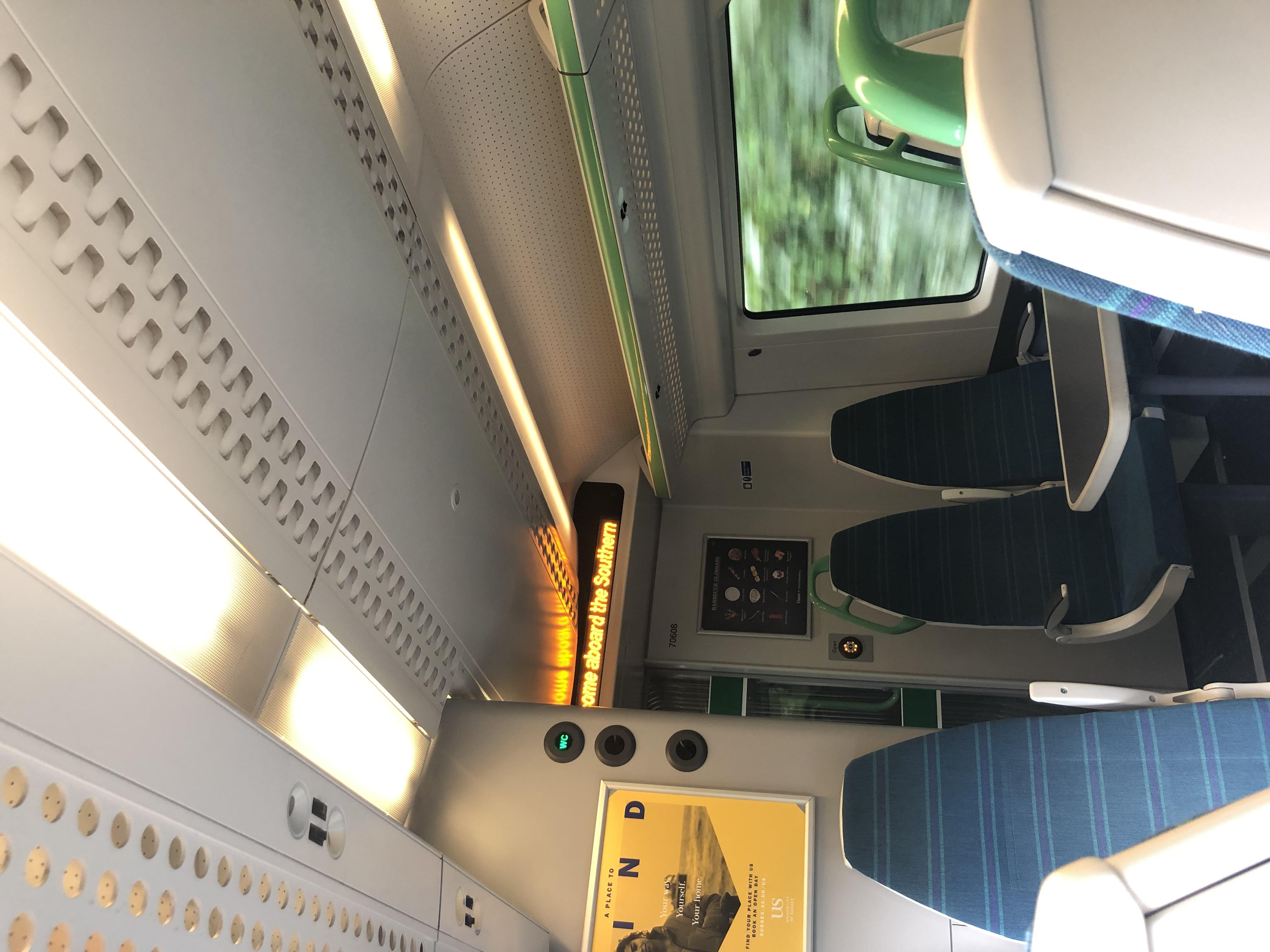 SUTTON行きの電車