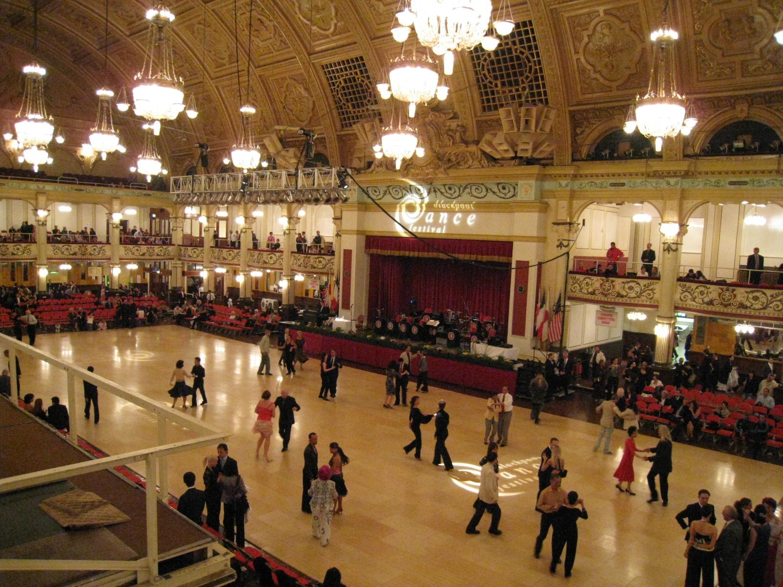 競技会場のダンスフロア1
