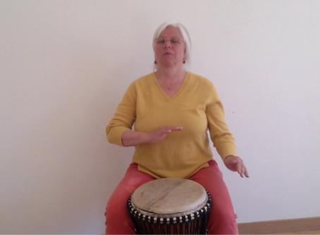 Unterstufe: Trommeln mit Frau Fülscher