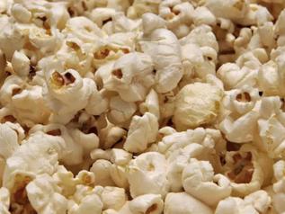 Kindergarten: Popcorn ist schnell gemacht. Nun fehlt noch die tolle Tüte!