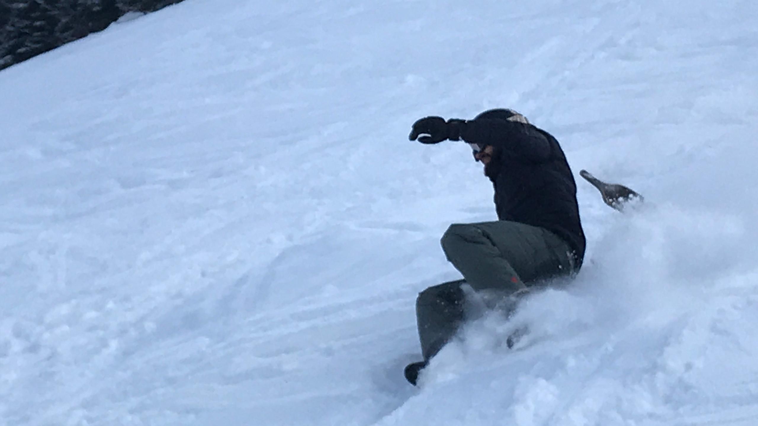 Wumms lag der Lehrer im Schnee