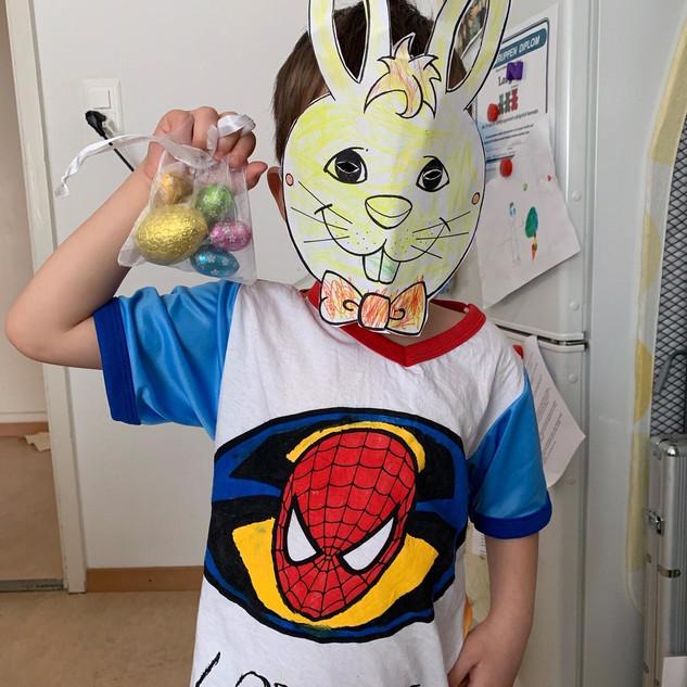 Spiderman als Osterhase verkleidet.jpeg