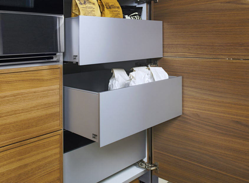 Pull-out drawer by Poggenpohl