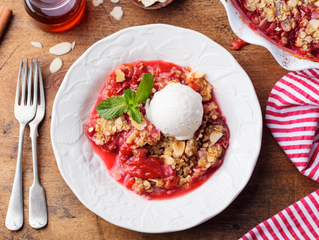 Crumble with Ice-Cream and Berries