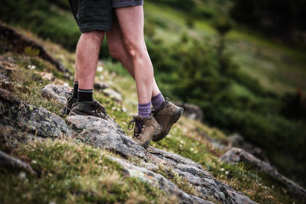 hiking elopement photographer