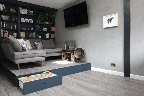 House of Kin, A+T, Living room