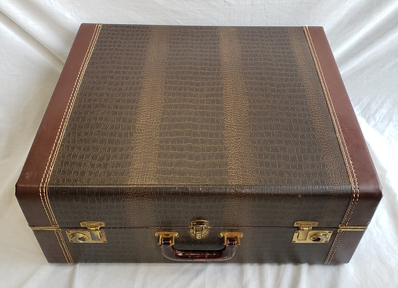 FREE SHIPPING! Pre-Owned Hard Shell Carrying Case #11 (full size)