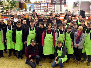 Em destaque, supermercado adquirido e gerido por um grupo de agricultores.