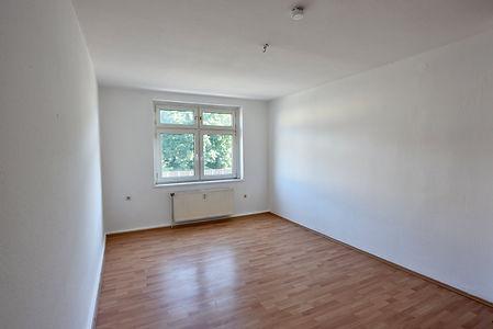 Wohnzimmer Blick zum Fenster.JPG