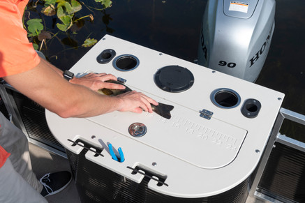 VX Rear Fish Station with Livewell