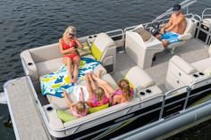 LS 822 Splash Bar with Optional Front Sleeper Seats