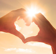 Herz mit Hand in Sonne.jpg