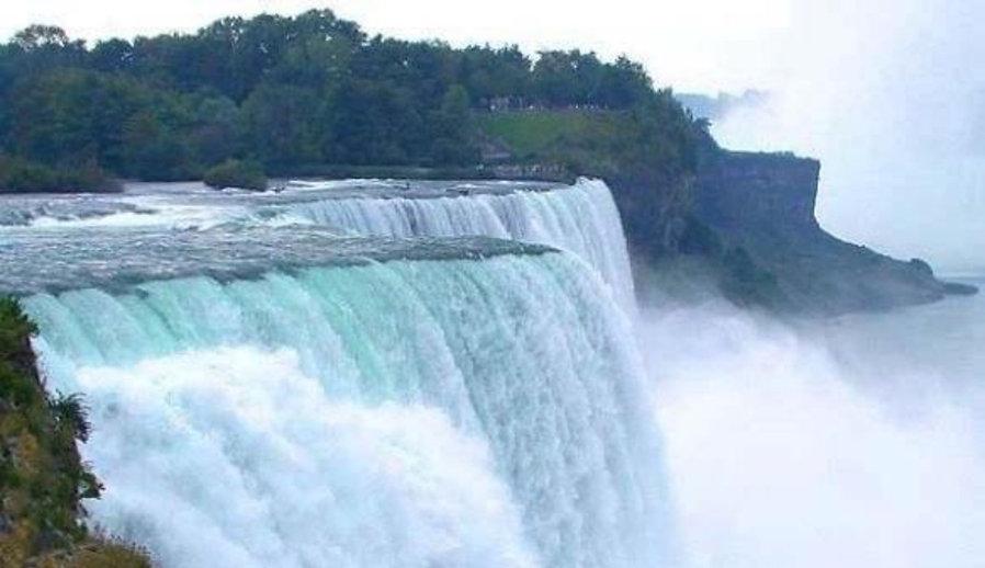 Niagara%20falls%20_edited.jpg