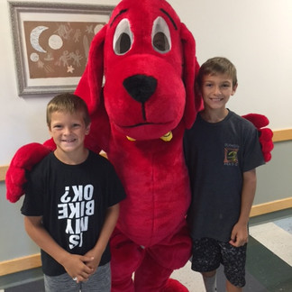 Clifford Making Friends at the Book FairClifford Making Friends at the Book FairClifford Making Friends at the Book Fair