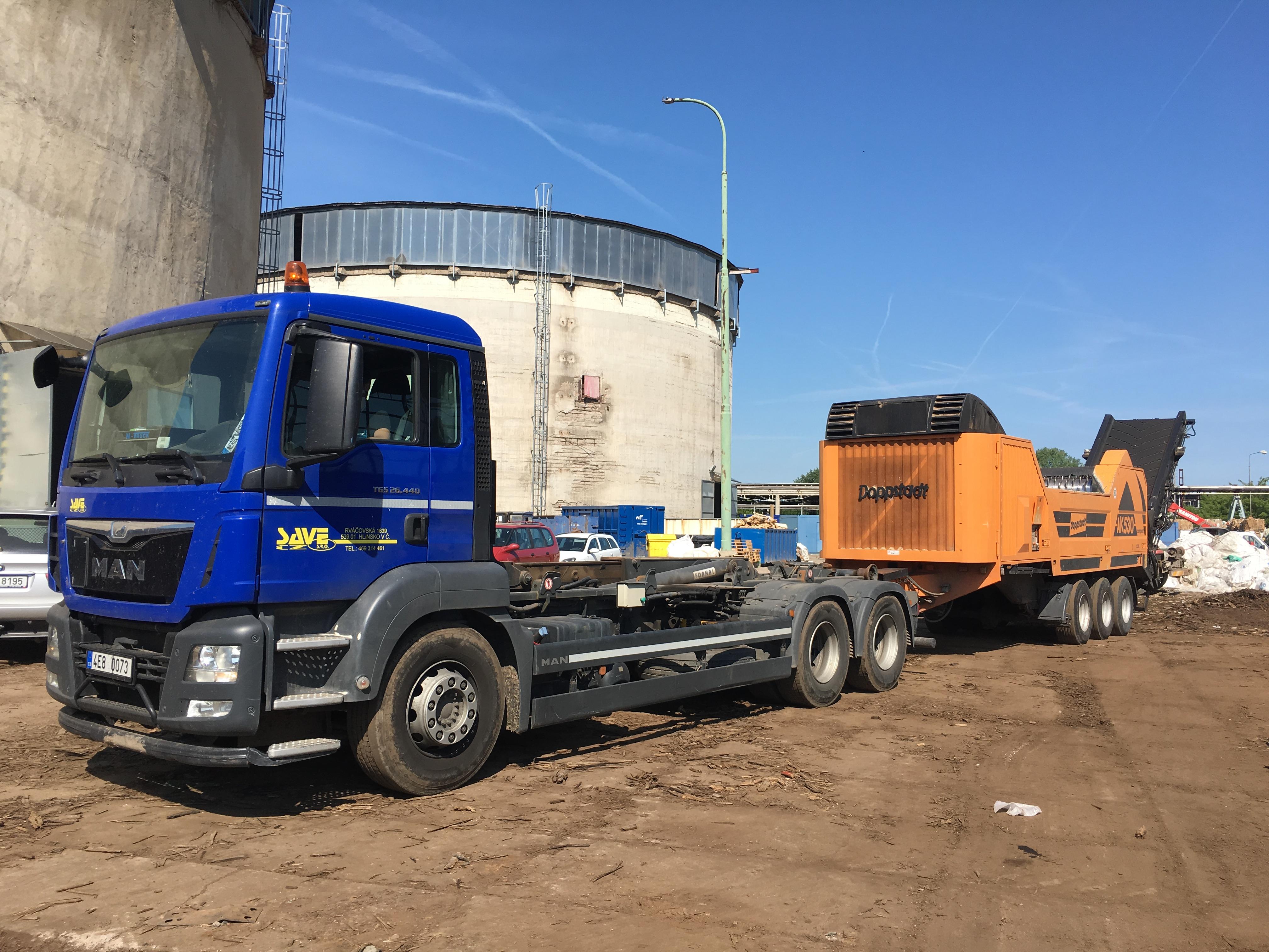 Převoz drtiče dřeva Doppstadt AK 530