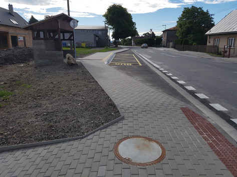Sobíňov chodníky a zastávka