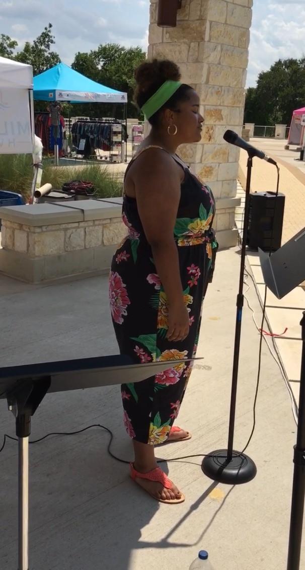 Michaela sings at Market Days