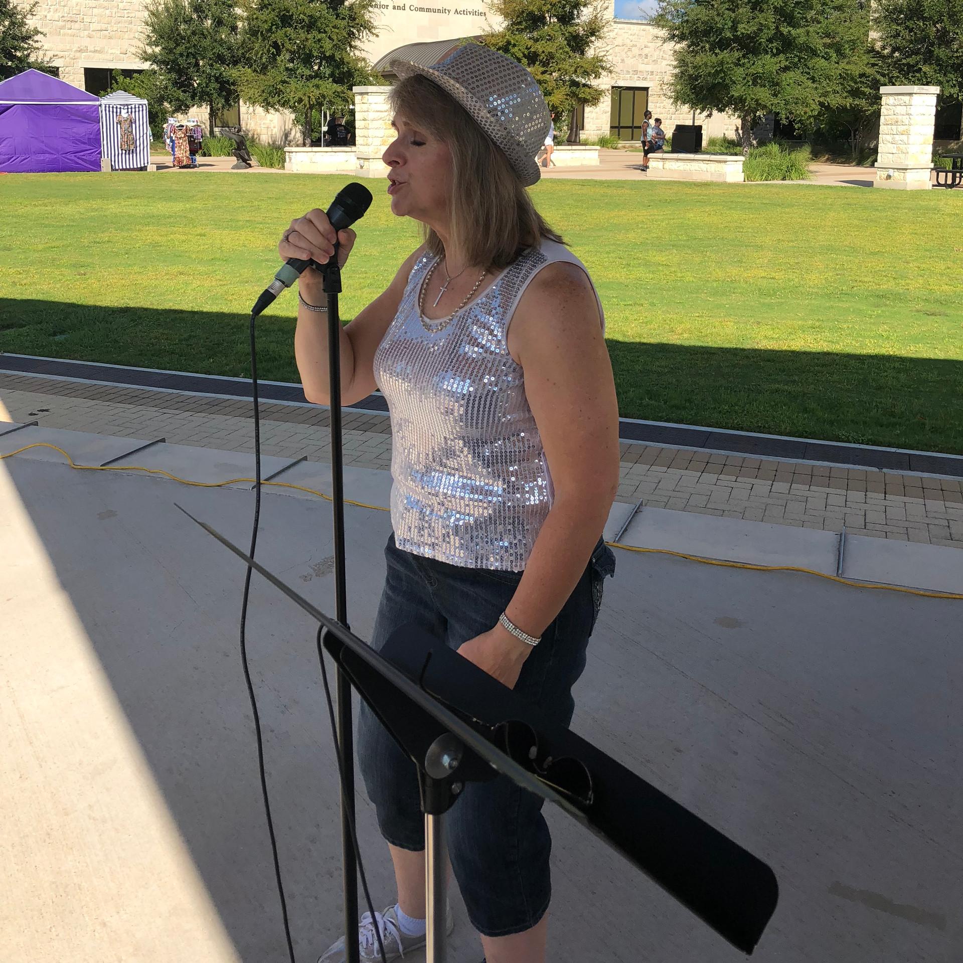 Singer, Leslie Weldon
