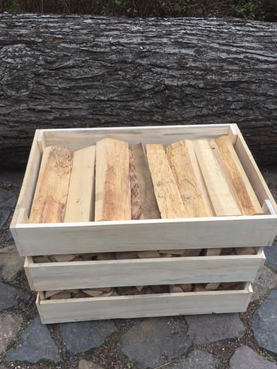 Feuerholz in Pappelkisten