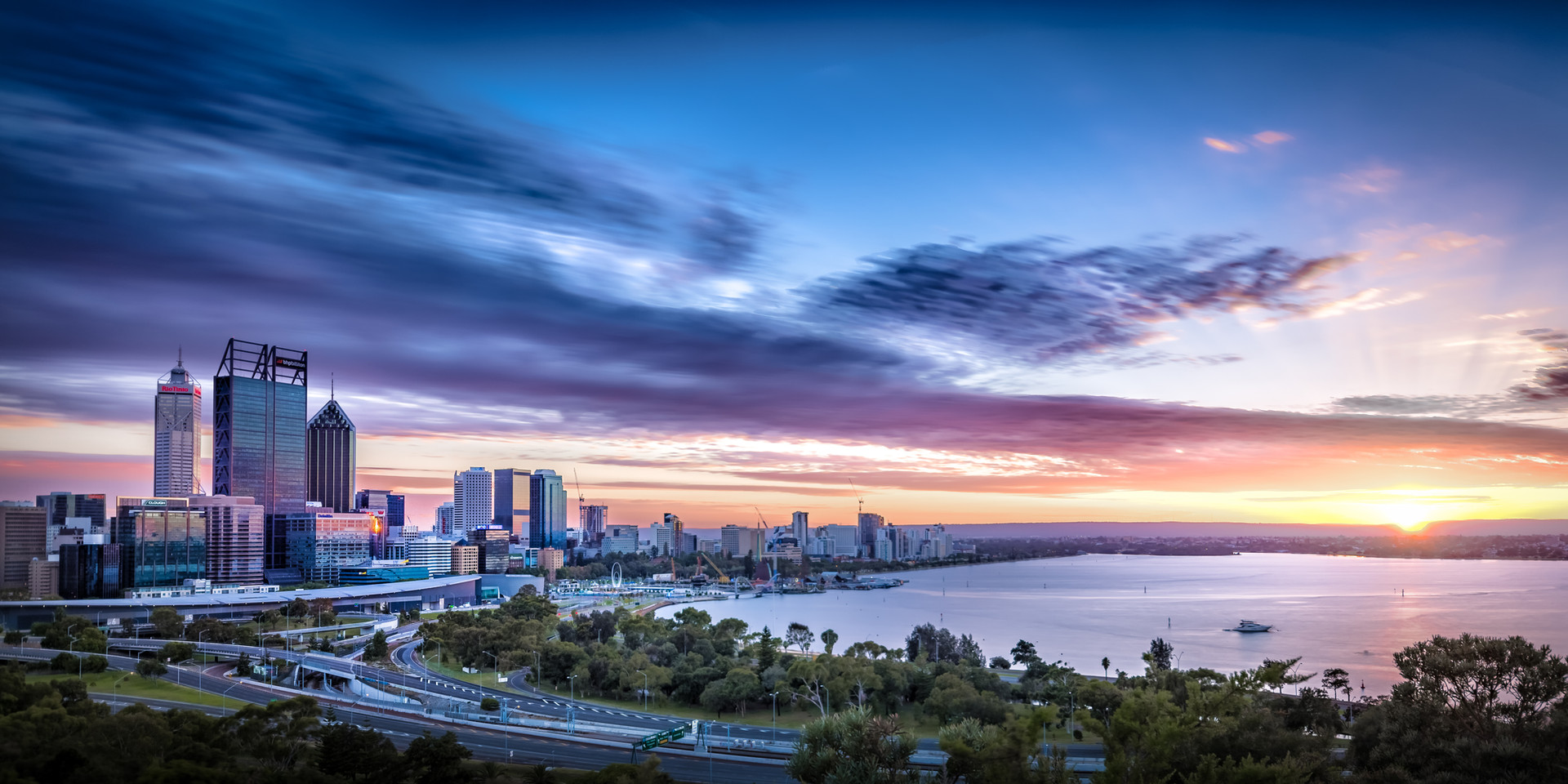 Perth City Sunrise 2017.jpg
