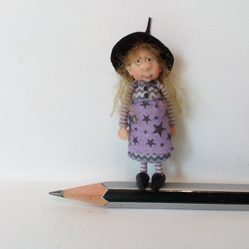 48th Scale Witch in Purple Star Apron