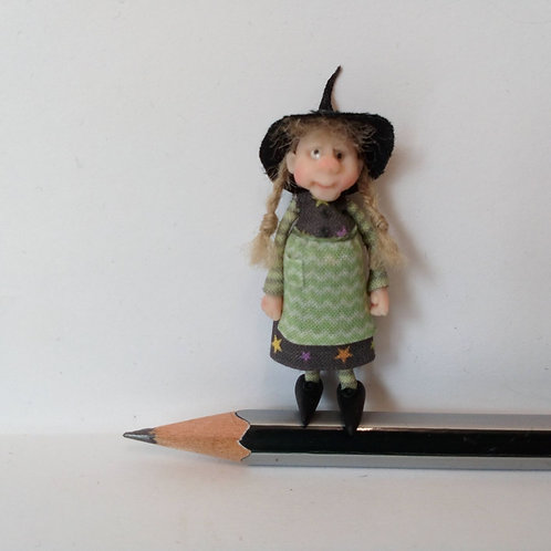 48th Scale Witch in Star Patterned Dress