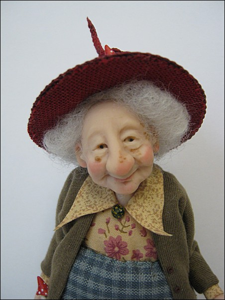 12th Scale Sweet Faced Old Witch