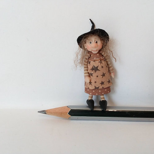 48th Scale Witch in Star Patterned Apron