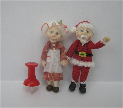 48th Scale Mother & Father Christmas
