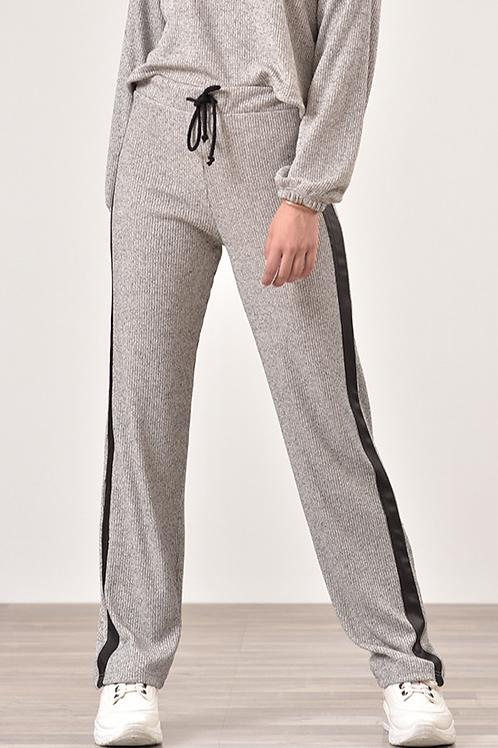 Ριπ παντελόνι με δερμάτινη λεπτομέρια στο πλάι