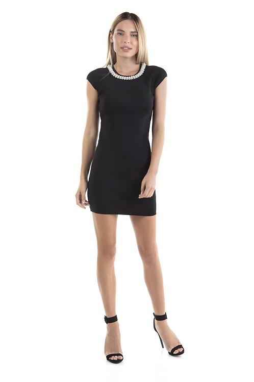 Μαύρο φόρεμα πλεκτο με πέρλες στον λαιμό