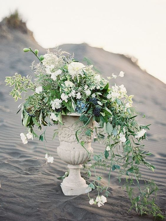 beach wedding ceremony arrangement