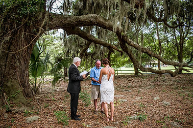 male officiant fo southern charm elopements at jarvis creek