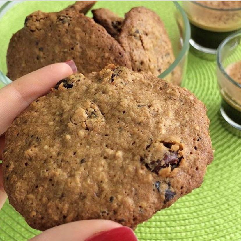 Cookies funcionais integrais de aveia com uvas passas