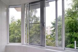 razdvizhnaja-moskitnaja-setka-na-okna-balkona.jpg