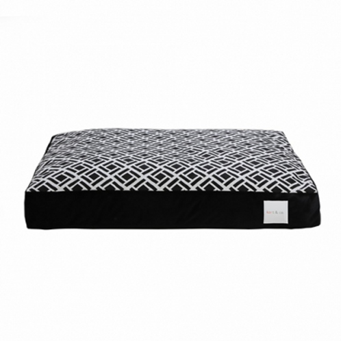 KORT & CO. ZINGLE BLACK PILLOW BED