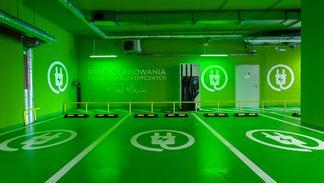 Pierwsza ultra szybka stacja ładowania aut elektrycznych w Warszawie w Royal Wilanów!
