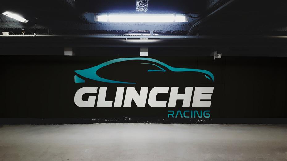 Logotype GLINCHE RACING, pour GLINCHE AUTOMOBILES - Réalisation pendant mon contrat dans l'entreprise, au poste d'infographiste.