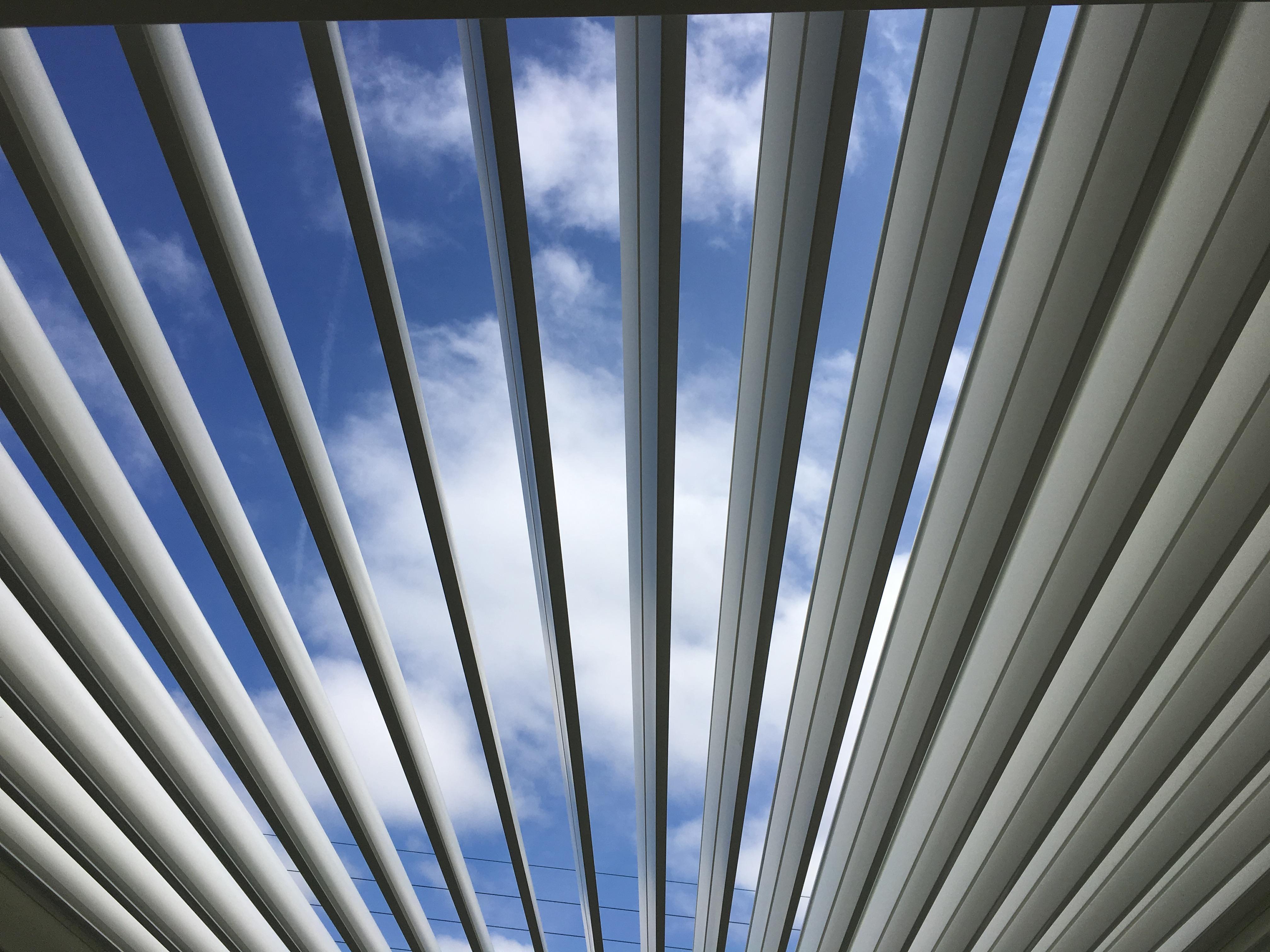 toit pergola à lames orientables et rétractables