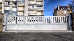 Portail résidentiel 6 mètres aluminium à bareaudage