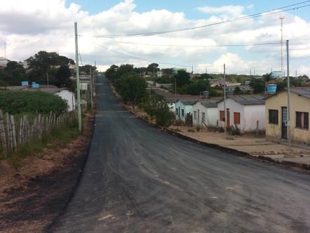 Prefeitura de Ritápolis pavimenta rua das casas sociais da Água Viva