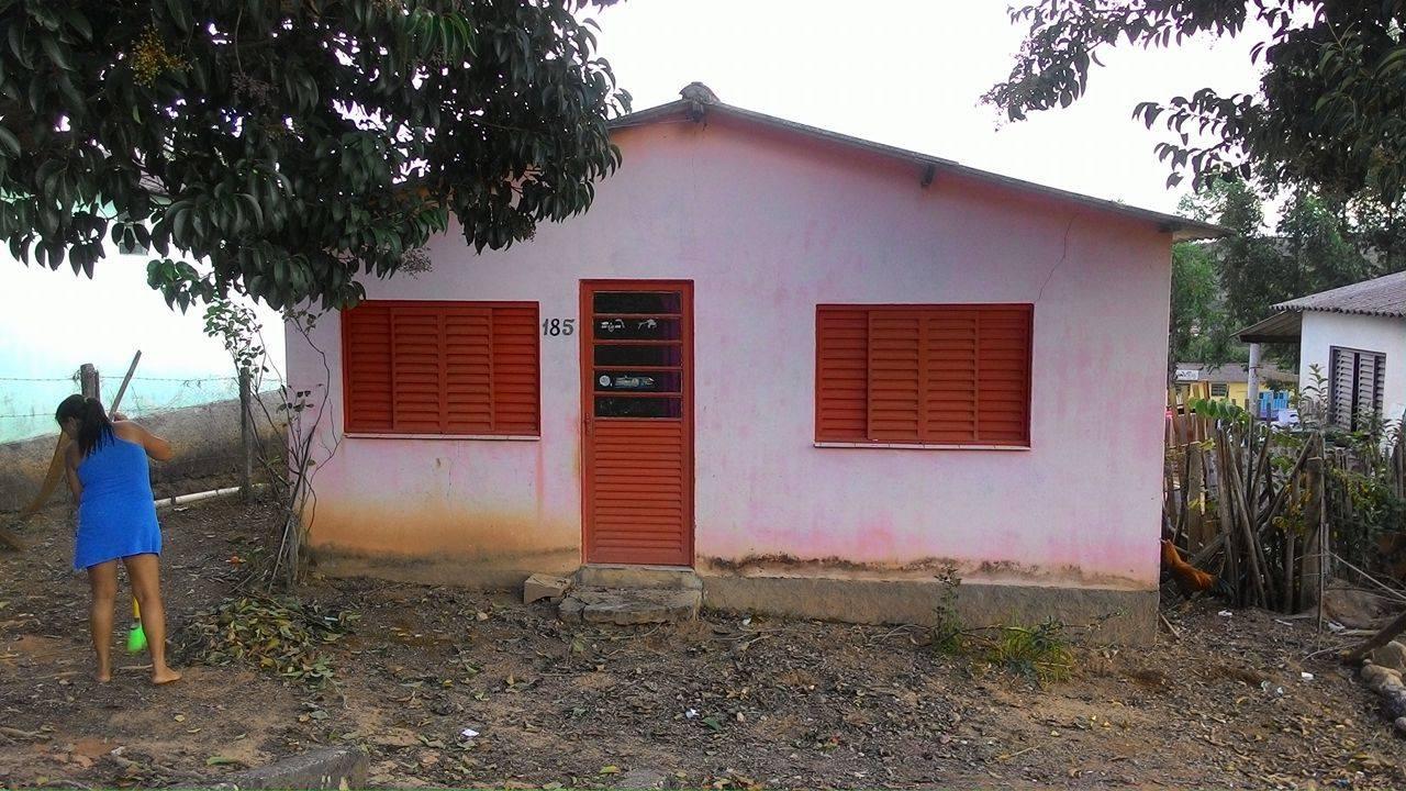 MORADORA EM CASA SOCIAL